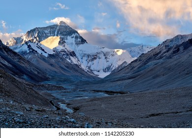 Unique photos of Mt Everest from valley to summit, with clear leading line leading up to the summit on a bright sunny morning