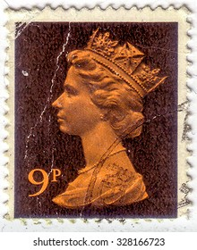 UNITED KINGDOM - CIRCA 1975: A stamp printed in England, shows the Queen Elizabeth II, circa 1975