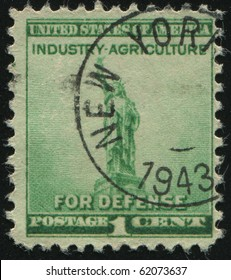 UNITED STATES - CIRCA 1940: stamp printed by United states, shows Statue of Liberty, circa 1940.