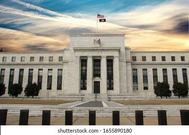 Die US Federal Reserve Bank baut auf der Verfassungsstraße auf. WASHINGTON, DC, USA
