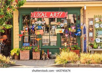 United States, Washington, San Juan County, Orcas Island, Eastsound. Eastsound.  August 2, 2014. Tourist shop, art store, gift shop.