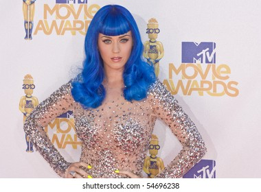 UNIVERSAL CITY, CA - JUNE 06: Katy Perry arrives on the Red Carpet at the 2010 MTV Movie Awards at Gibson Amphitheatre on June 6, 2010 in Universal City, California. (Photo by Jonathan Nowak)