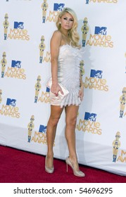 UNIVERSAL CITY, CA - JUNE 06: Paris Hilton arrives on the Red Carpet at the 2010 MTV Movie Awards at Gibson Amphitheatre on June 6, 2010 in Universal City, California. (Photo by Jonathan Nowak)