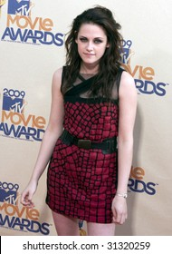 UNIVERSAL CITY, CA - MAY 31: Actress Kristen Stewart poses at the 2009 MTV Movie Awards Red Carpet at Gibson Amphitheater on May 31, 2009 in Universal City, California.