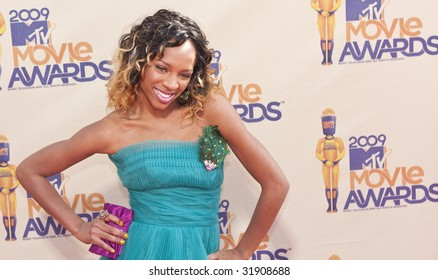 UNIVERSAL CITY, CA - MAY 31: Rapper Lil Mama arrives at the 2009 MTV Movie Awards held at the Gibson Amphitheater on May 31, 2009 in Universal City, California.