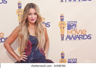 UNIVERSAL CITY, CA - MAY 31: TV personality Lauren Conrad arrives at the 18th Annual MTV Movie Awards held at the Gibson Amphitheater on May 31, 2009 in Universal City, California.