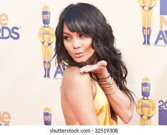 UNIVERSAL CITY, CA - MAY 31, 2009: Actress Vanessa Hudgens arrives at the 2009 MTV Movie Awards held at the Gibson Amphitheatre on May 31, 2009 in Universal City, California.