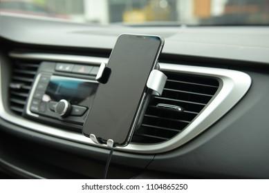 Universal mount holder for smart phones or tablet. Car dashboard or wind-shield holder bracket for mobile phone