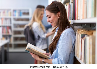 University students working in the library at campus