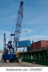 Unloading a cargo ship