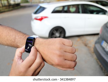 Unparking a autonomous car with a smartwatch