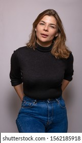 Unretouched portrait of good-looking woman dressed in blue jeans and black shirt