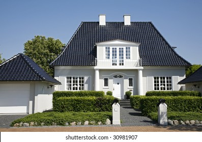 Upper class villa and nice garden Denmark.