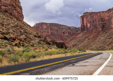 The  Upper Colorado River Scenic Byway (State Route 128),Utah,USA