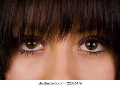 Upper half of a beautiful brunette's face