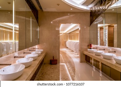 Upscale hotel mansion bathroom