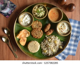 Upvaas Thali consisted of food eaten by Hindus during a fast including items such as Sabudana Khichdi, bhagar, curd, chips, shrikhand, and more.