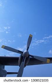 UPWARD VIEW OF AN AIRCRAFT PROPELLER AGAINST THE SKY