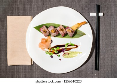 uramaki of fried shrimps and prawns, with roasted bluefin tuna served with wasabi and bittersweet sauce
