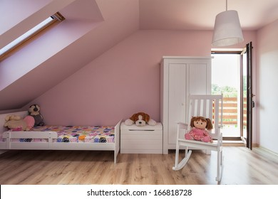 Urban apartment - pink girl's room on the attic