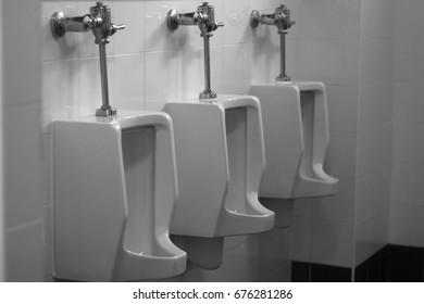 Urinals (Plumbing fixtures)