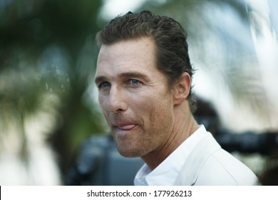 US actor Matthew McConaughey poses during the photocall of 'Mud' presented in competition at the 65th Cannes film festival on May 26, 2012 in Cannes.
