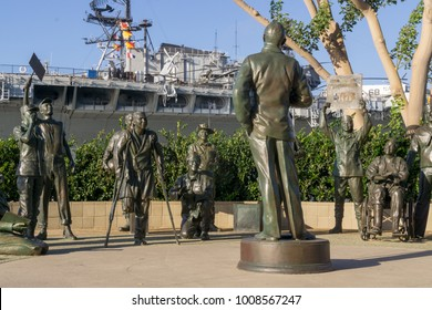USA, CA, SAN DIEGO - Bob Hope and soldiers at Seaport Village near the USS Midway Museum