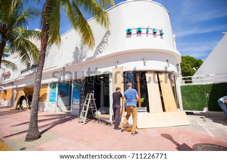 USA. FLORIDA. MIAMI BEACH, SEPTEMBER 2017: City of Miami Beach prepare for a hurricane Irma. Florida. USA.