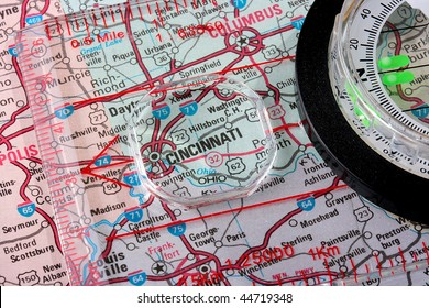 USA map with the city of Cincinnati and a compass with magnifying glass over Cincinnati.
