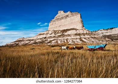 USA, Nebraska, Scotts Bluff. Scotts Bluff National Monument, Eagle Rock, with Replica Covered Wagon and Oxen