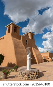 USA, New Mexico, Taos. San Francisco de Asis Church at mission Ranchos de Taos is an example of Spanish colonial architecture from the late 1700's.