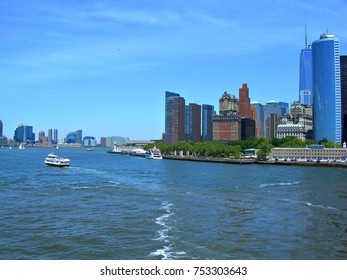 USA, New York: Skyscrapers on Hudson river.