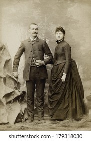 USA - OHIO - CIRCA 1885 A vintage Cabinet Card photo of a young couple. They are dressed in Victorian style clothing. She is wearing a bustle style dress. A photo from the Victorian era. CIRCA 1885