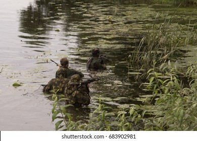 USA soldiers wading