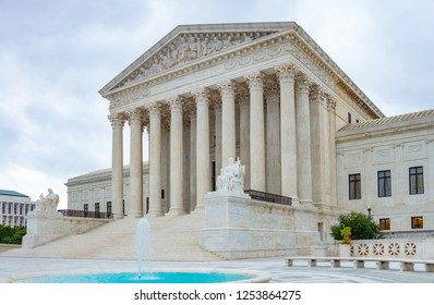 USA, Washington, the classic style architecture of the Supreme Court Building