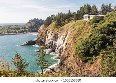 USA, Washington State, Ilwaco, Cape Disappointment State Park. The Lewis & Clark Interpretive Center overlooking the Columbia River and Pacific Ocean.