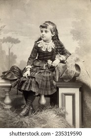 USA WISCONSIN CIRCA 1890 Vintage Cabinet Card of beautiful young girl in dress with lace collar. She is sitting with long curly hair. Her hair is long with bangs. Photo from Victorian era. CIRCA 1890