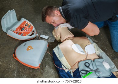 The use of an automatic external defibrillator in conducting a basic cardiopulmonary resuscitation to the victim on the street