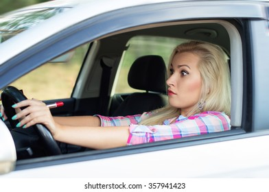 The use of cosmetics while driving, the girl was scared