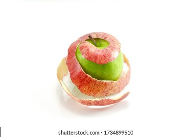 Use a knife to peel the red apples, leaving just the peel to place around the green apples for the beauty of decorating a fruit dish, placing it on a white background.