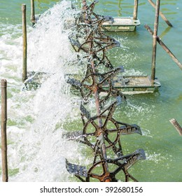 use the paddle add oxygen to the water to wastewater treatment