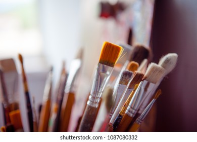Used brushes of different sizes and shapes, close up