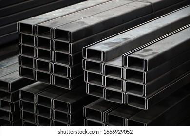 U-shaped steel rail Set up a pile in a steel warehouse.