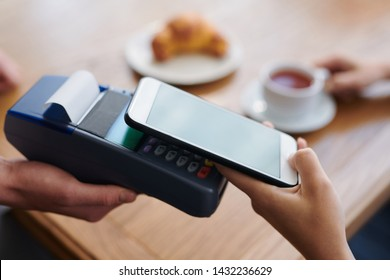 Using contactless payment in cafe