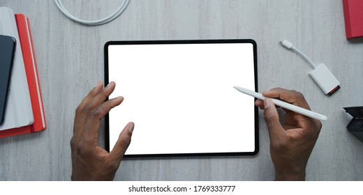 using digital touchscreen tablet with stylus pen and smart keyboard