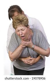 Utiliser la manoeuvre de Heimlich sur une personne étouffante