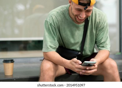 using smartphone and communicating in social network