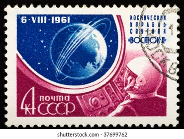 USSR - CIRCA 1961: A stamp printed in the USSR shows a space ship, circa 1961.