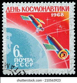 USSR - CIRCA 1968: A stamp printed in the USSR, shows the docking of two ships, circa 1968