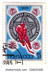 USSR-CIRCA 1985: A stamp printed in the USSR, dedicated to the 10th Winter sports day of friendly armies, circa 1985